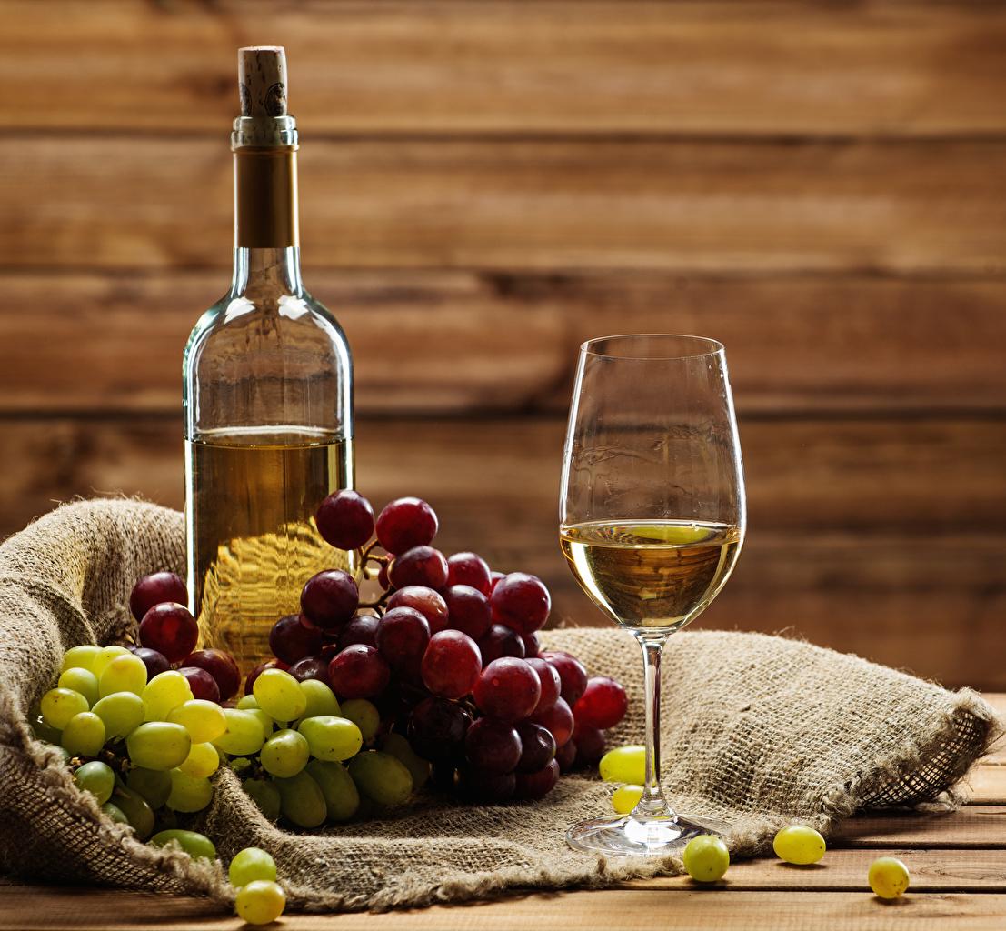 Фотографии Вино Виноград Еда бокал бутылки Пища Бокалы Бутылка Продукты питания