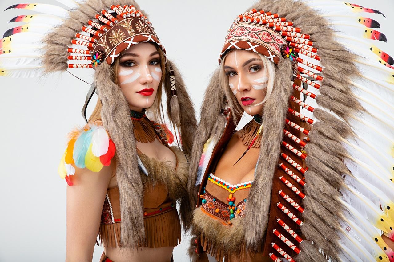 Картинка Индейцы Vitaly Rychkov Красивые Индейский головной убор Двое Девушки Взгляд Серый фон