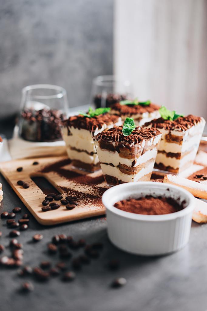 Фотография Tiramisu Кофе Какао порошок Зерна Десерт Пища разделочной доске Пирожное  для мобильного телефона зерно Еда Продукты питания Разделочная доска