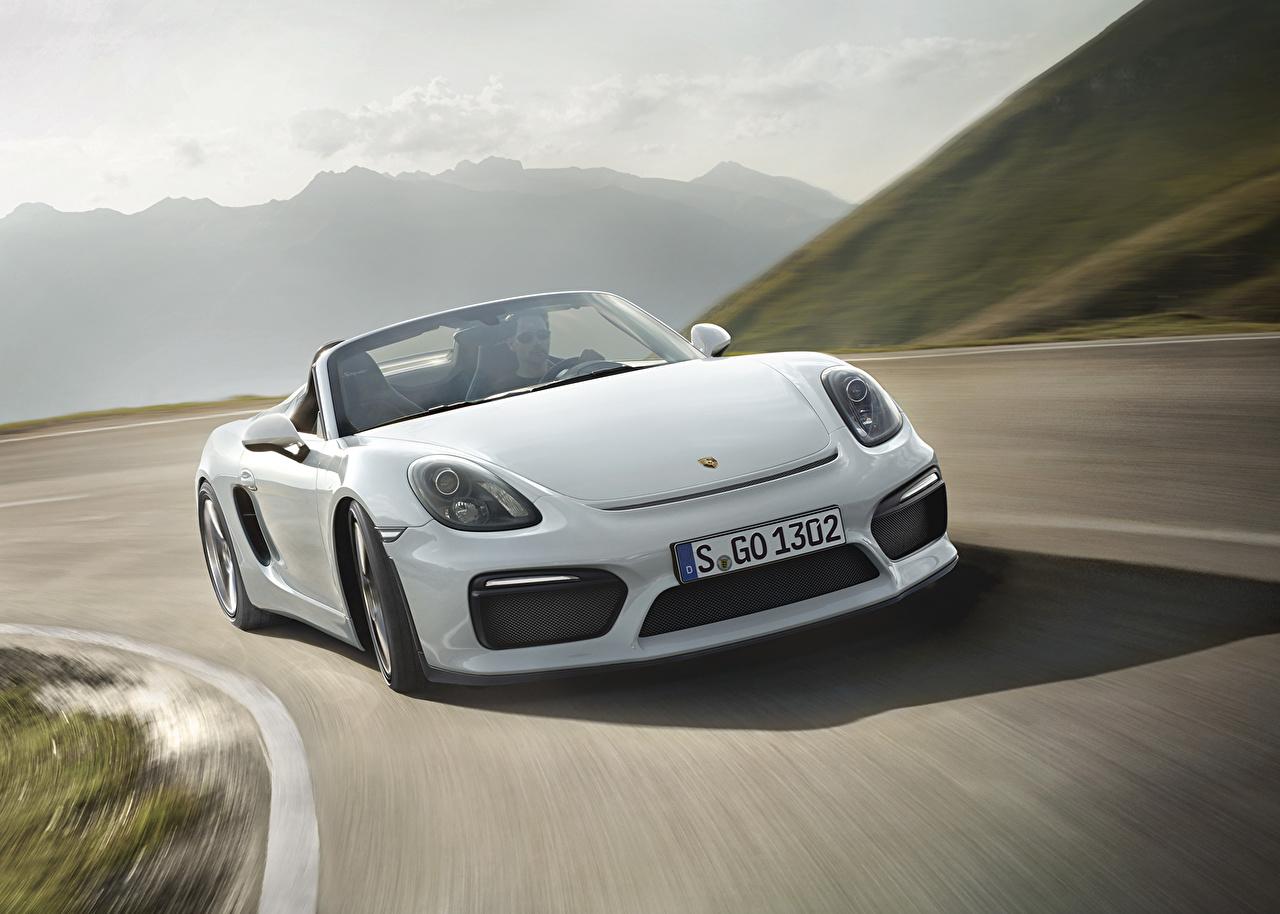 Фотография Порше 2015 Boxster Spyder 981 белая Движение авто Спереди Porsche Белый белые белых едет едущий едущая скорость машина машины Автомобили автомобиль