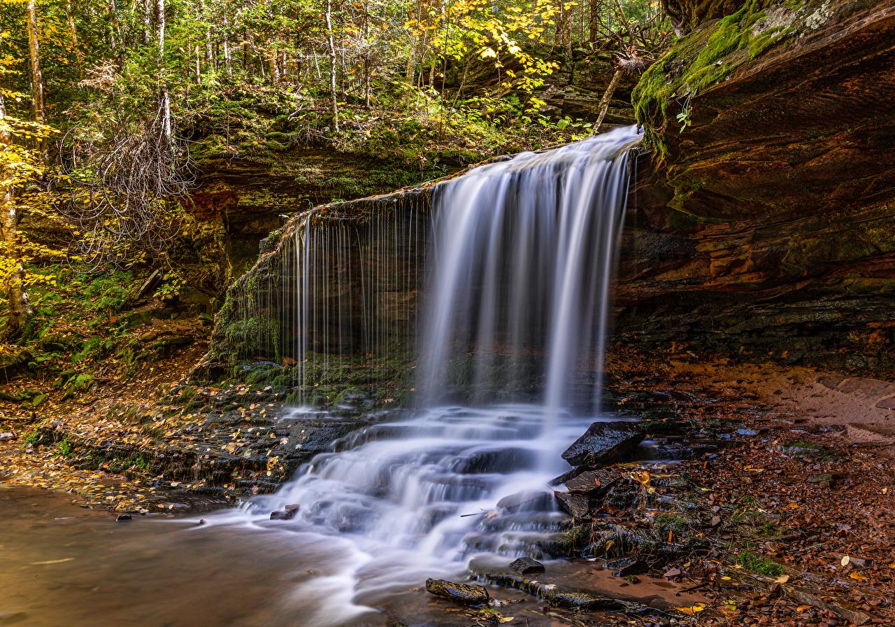 Картинка америка Lost Creek Falls in Wisconsin Скала Осень Природа Водопады США штаты Утес скалы скале осенние