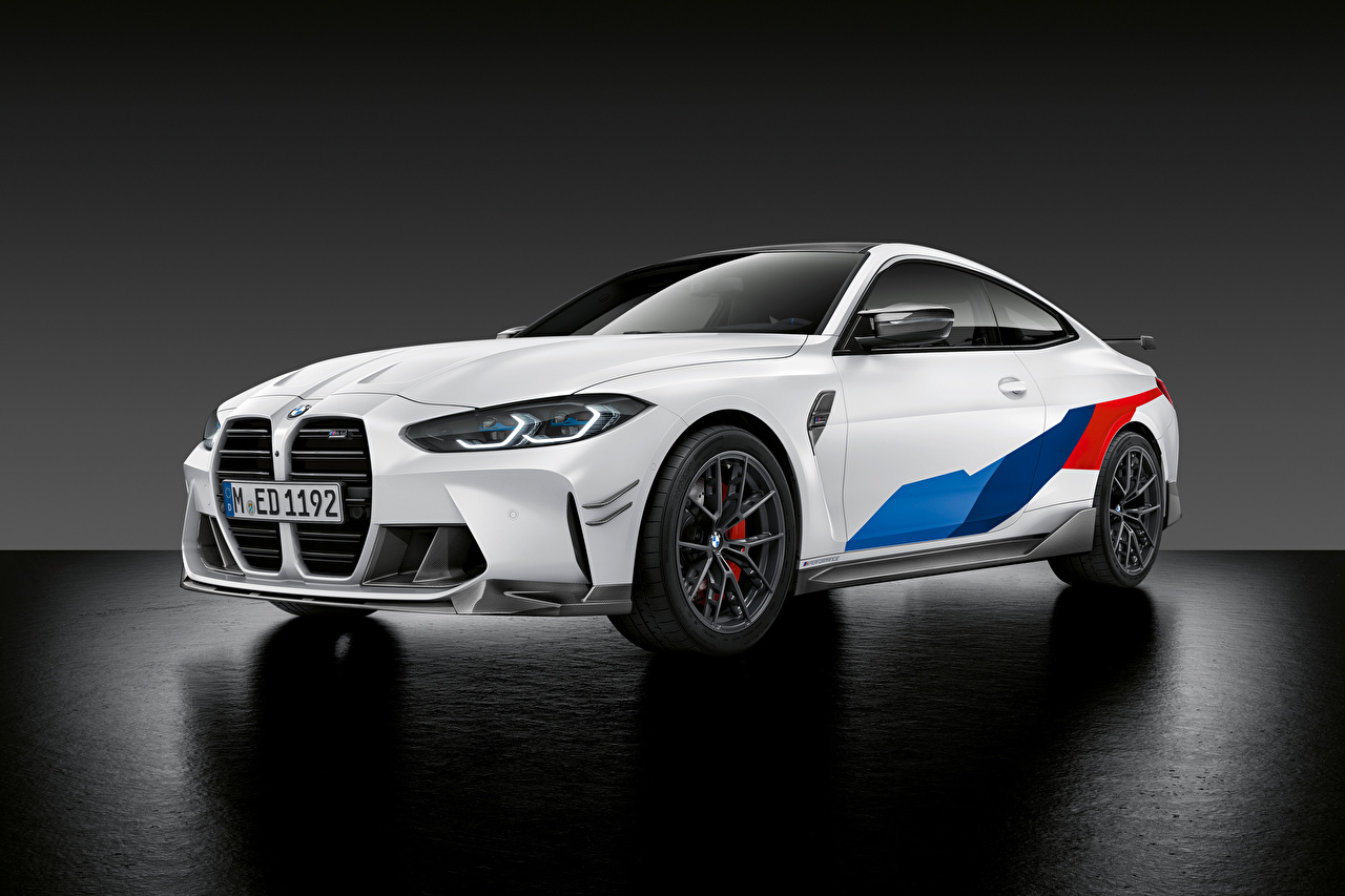 Фото БМВ M4 Competition M Performance Parts, (G82), 2020 белых Металлик автомобиль BMW белая белые Белый авто машины машина Автомобили