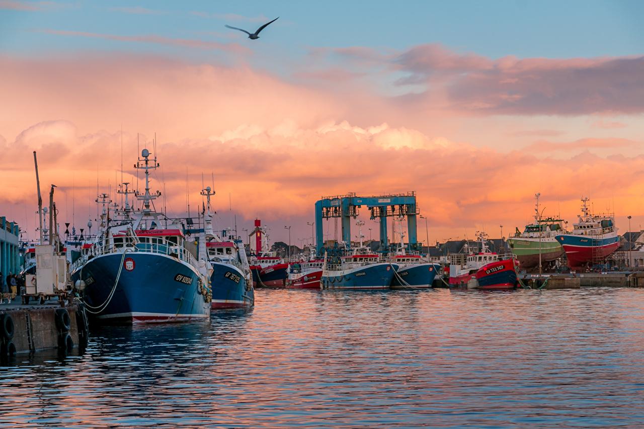 Фотографии Франция Guilvinec Brittany Природа Корабли Рассветы и закаты залива Причалы корабль рассвет и закат Пирсы Залив заливы Пристань