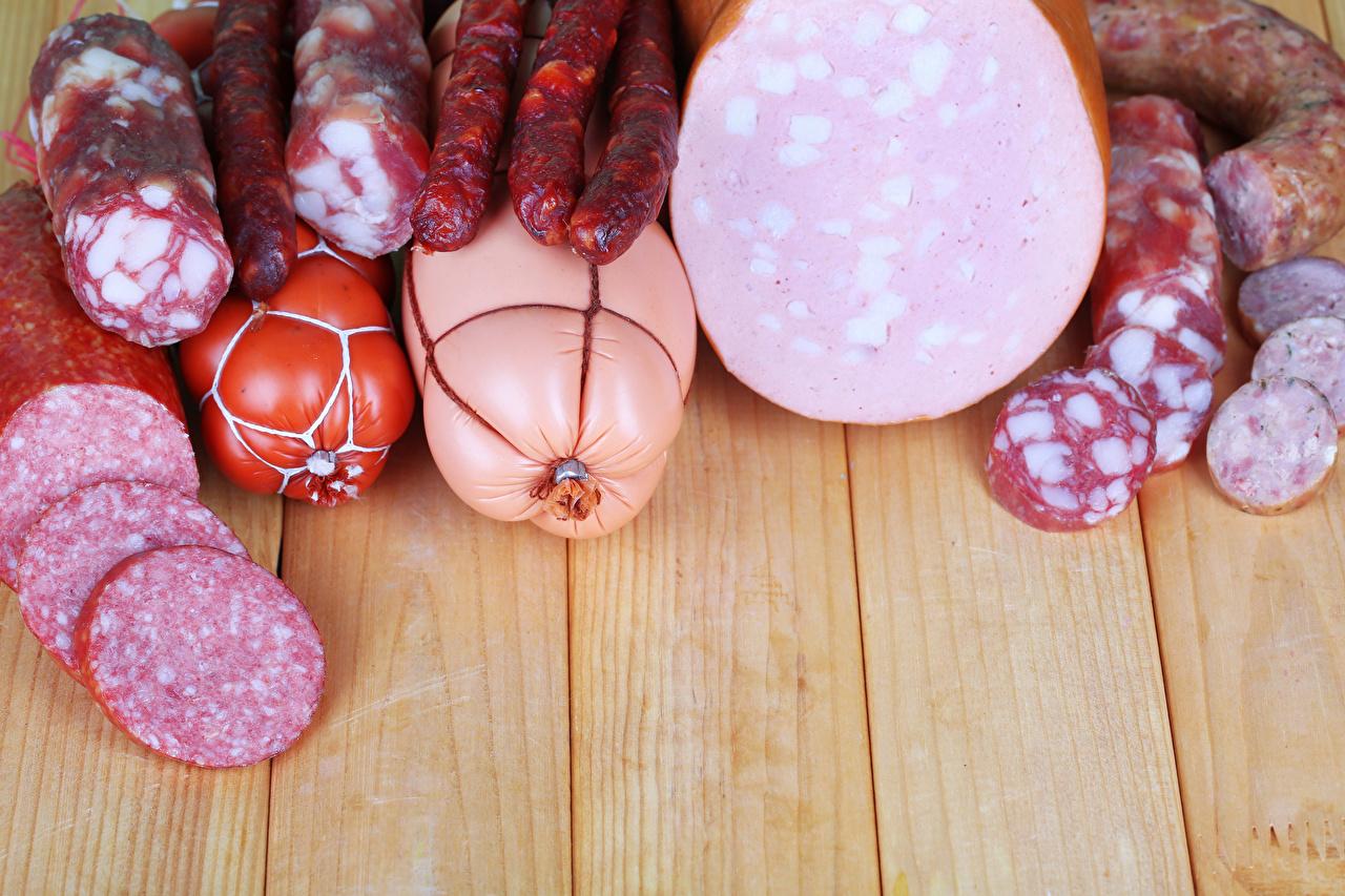 Фото Колбаса Еда Мясные продукты Доски Пища Продукты питания