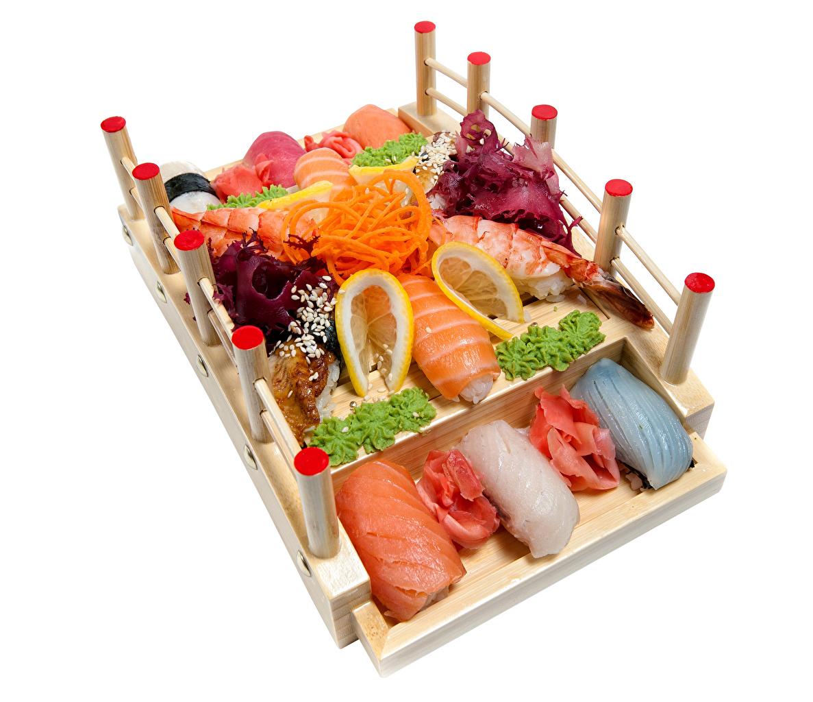 Фотография Суши Лимоны Еда Овощи белым фоном Морепродукты суси Пища Продукты питания Белый фон белом фоне