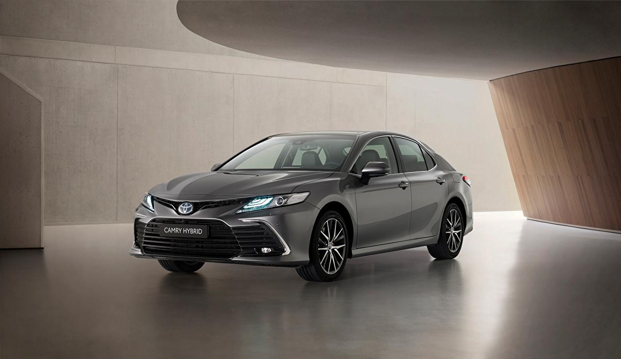 Обои для рабочего стола Toyota Camry Hybrid, EU-spec, 2020 серая машины Металлик Тойота Серый серые авто машина Автомобили автомобиль