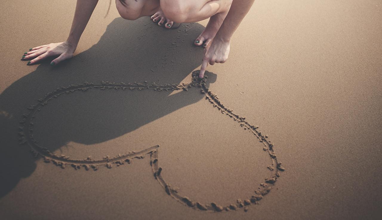 Фото Тень Сердце Песок Руки сердечко