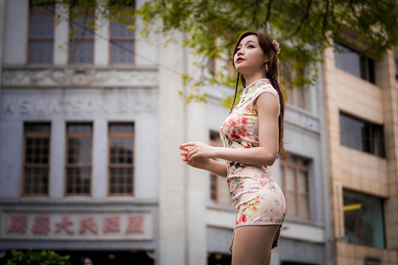 Фотографии девушка азиатка смотрят платья Девушки молодая женщина молодые женщины Азиаты азиатки Взгляд смотрит Платье