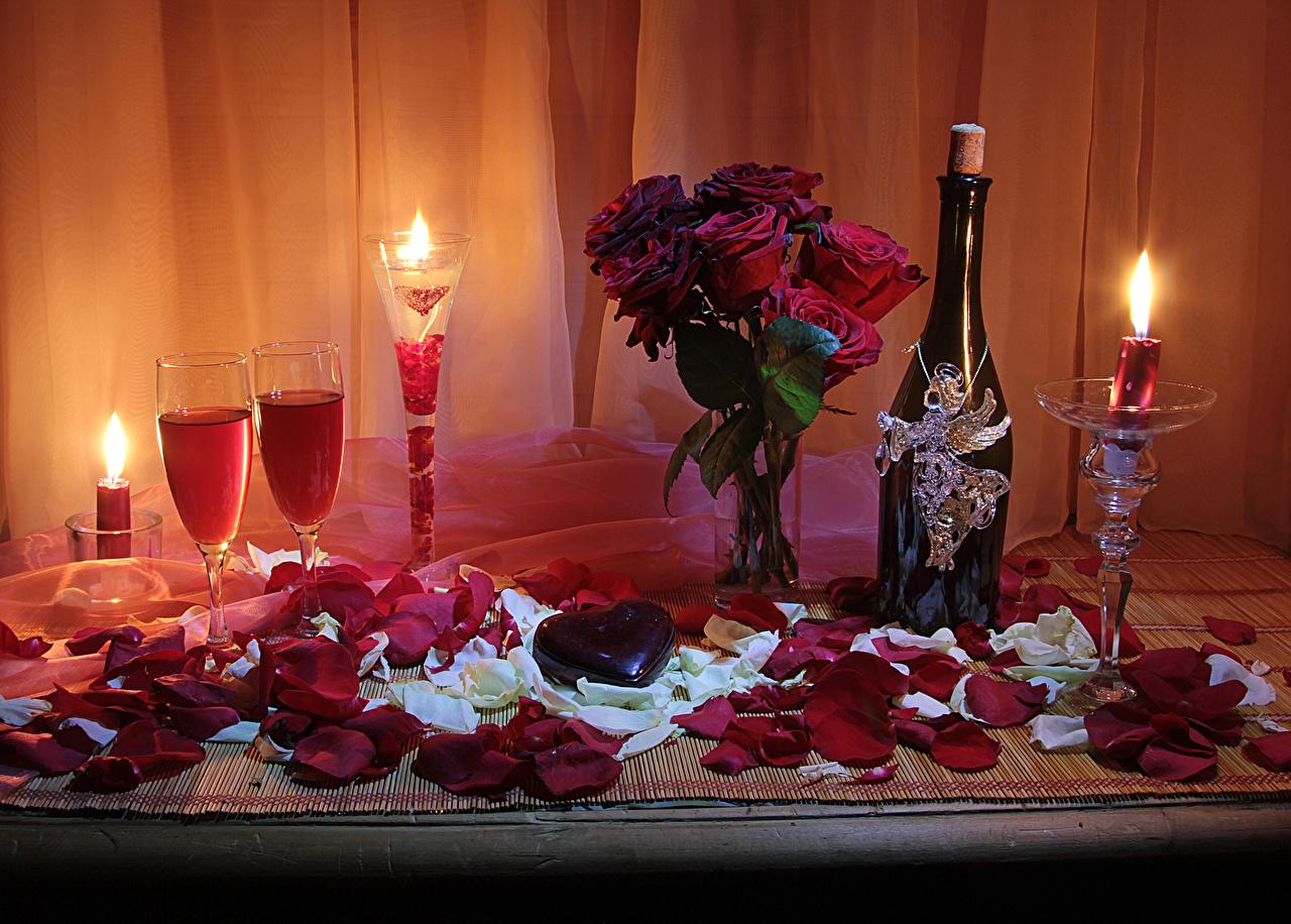 Фотография День святого Валентина Сердце Розы Бордовый Лепестки Игристое вино Цветы Пища Ваза Свечи Бокалы Бутылка Натюрморт День всех влюблённых сердечко Шампанское Еда Продукты питания
