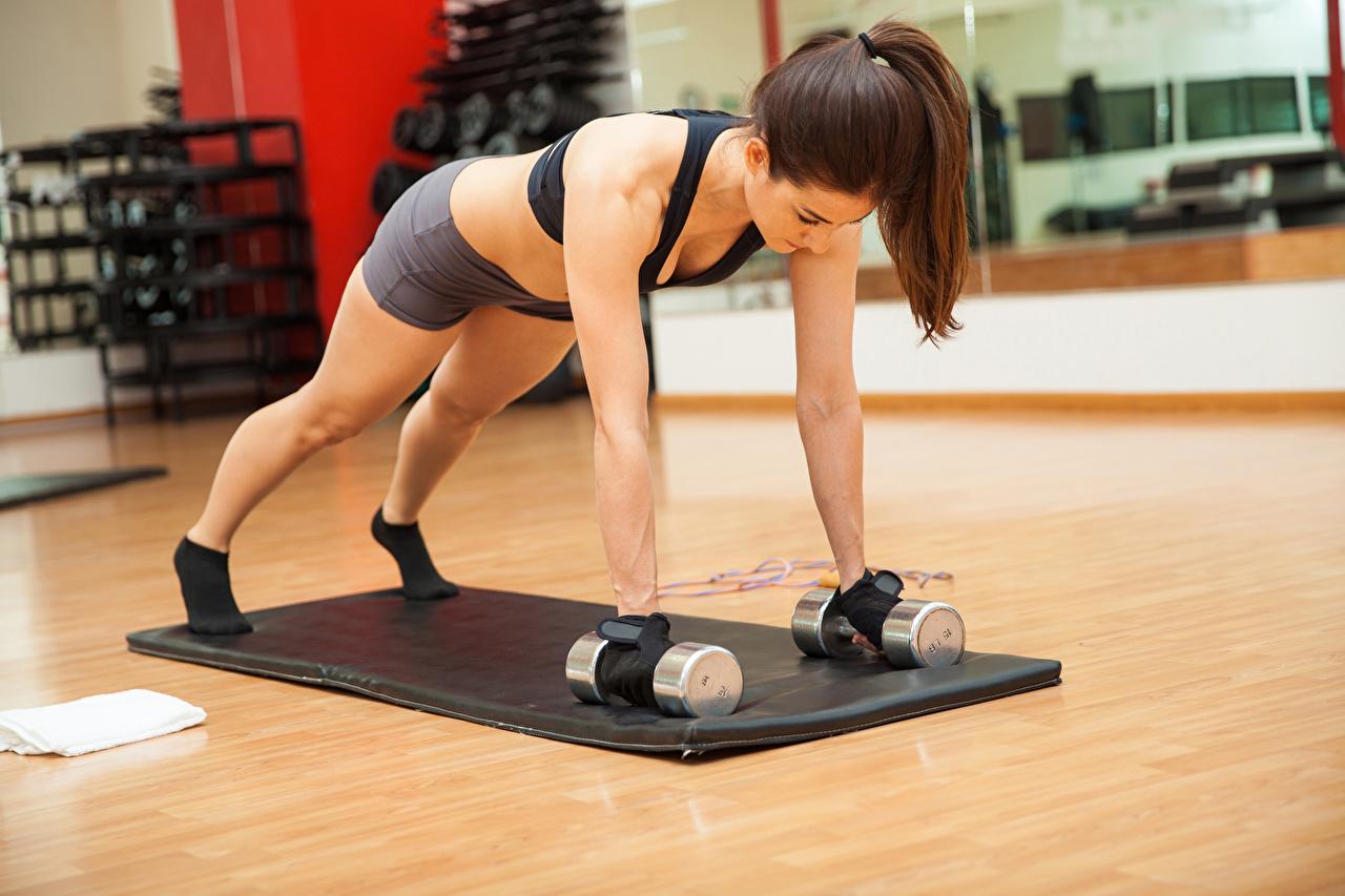 Обои Шатенка Физические упражнения Фитнес Спорт Девушки Гантели Руки Тренировка