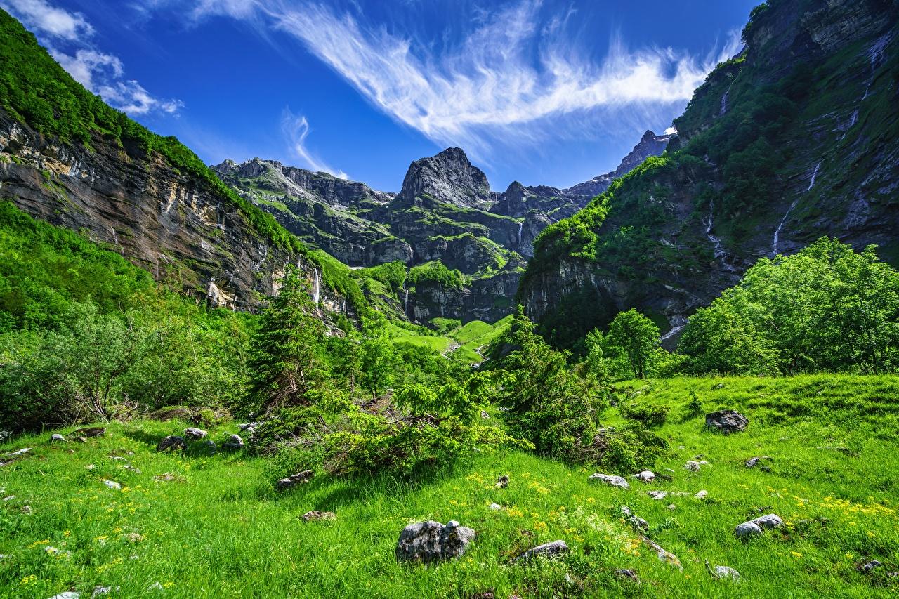 Картинка альп Франция Samoens, Cirque Du Fer A Cheval Горы Природа Небо траве дерево Альпы гора Трава дерева Деревья деревьев