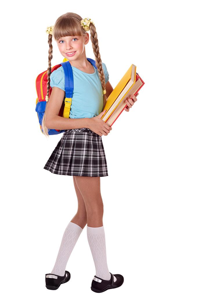 Картинка Девочки школьные Школьницы Рюкзак ребёнок Книга Взгляд белом фоне  для мобильного телефона девочка Школа ученица Школьница Дети книги смотрит смотрят Белый фон белым фоном