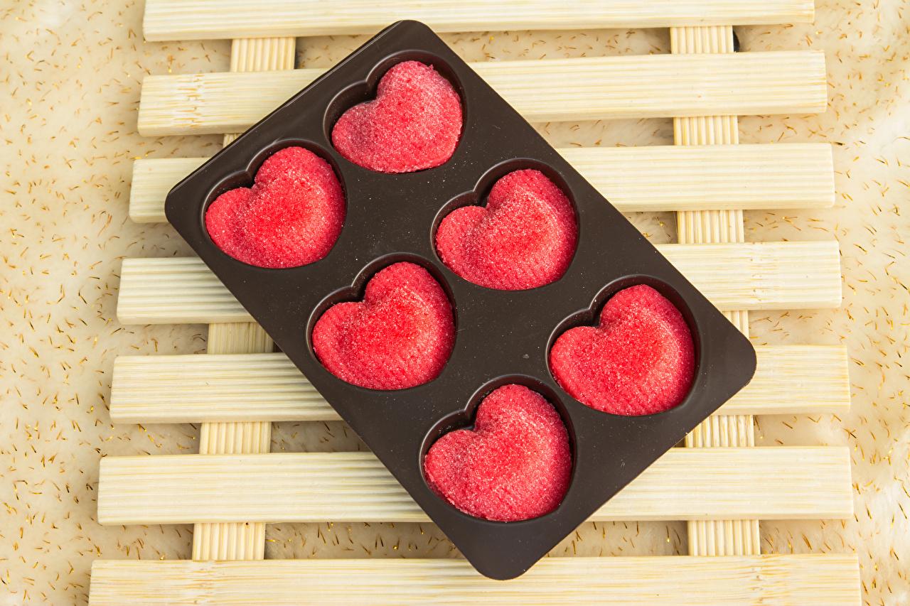 Обои для рабочего стола День святого Валентина серце Конфеты Еда Сладости День всех влюблённых Сердце сердца сердечко Пища Продукты питания сладкая еда