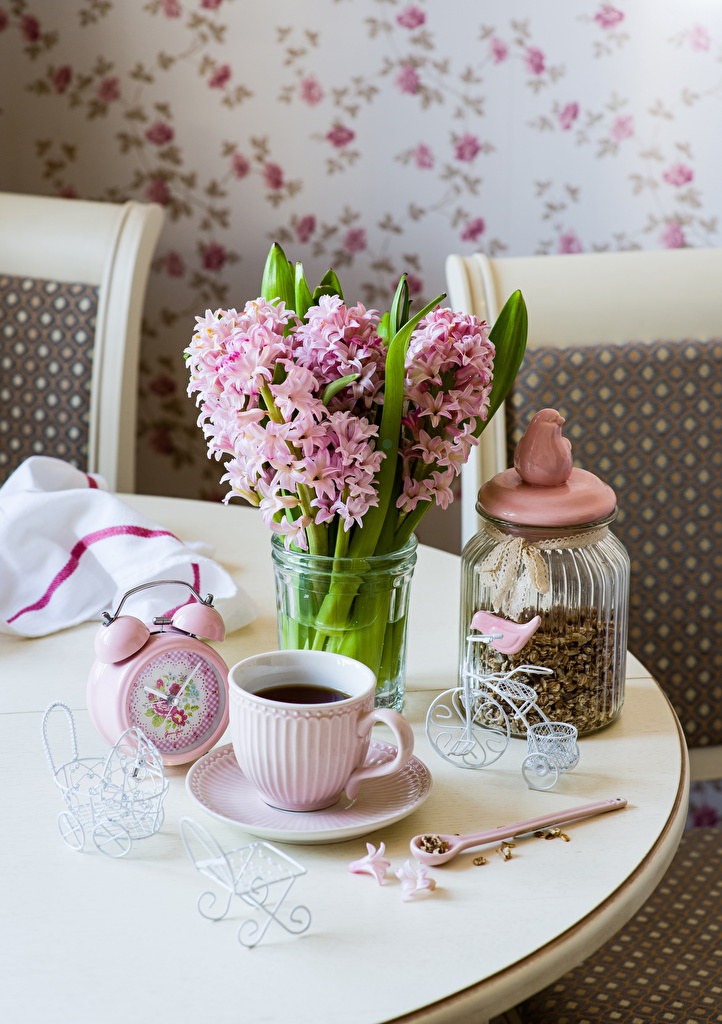 Картинка букет Кофе Часы Цветы банки чашке Гиацинты Продукты питания  для мобильного телефона Букеты банке Банка цветок Еда Пища Чашка