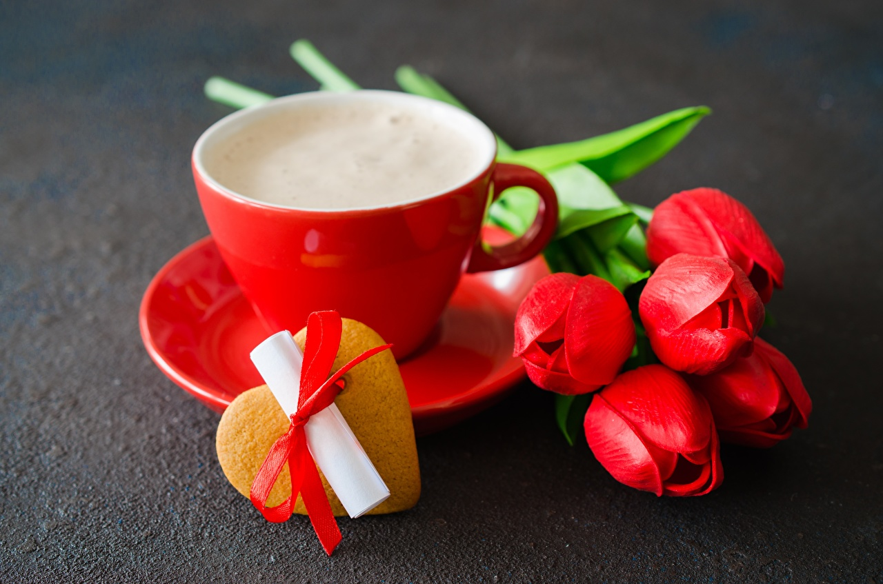 Картинка День всех влюблённых Сердце Тюльпаны цветок Чашка Печенье День святого Валентина серце сердца сердечко тюльпан Цветы чашке