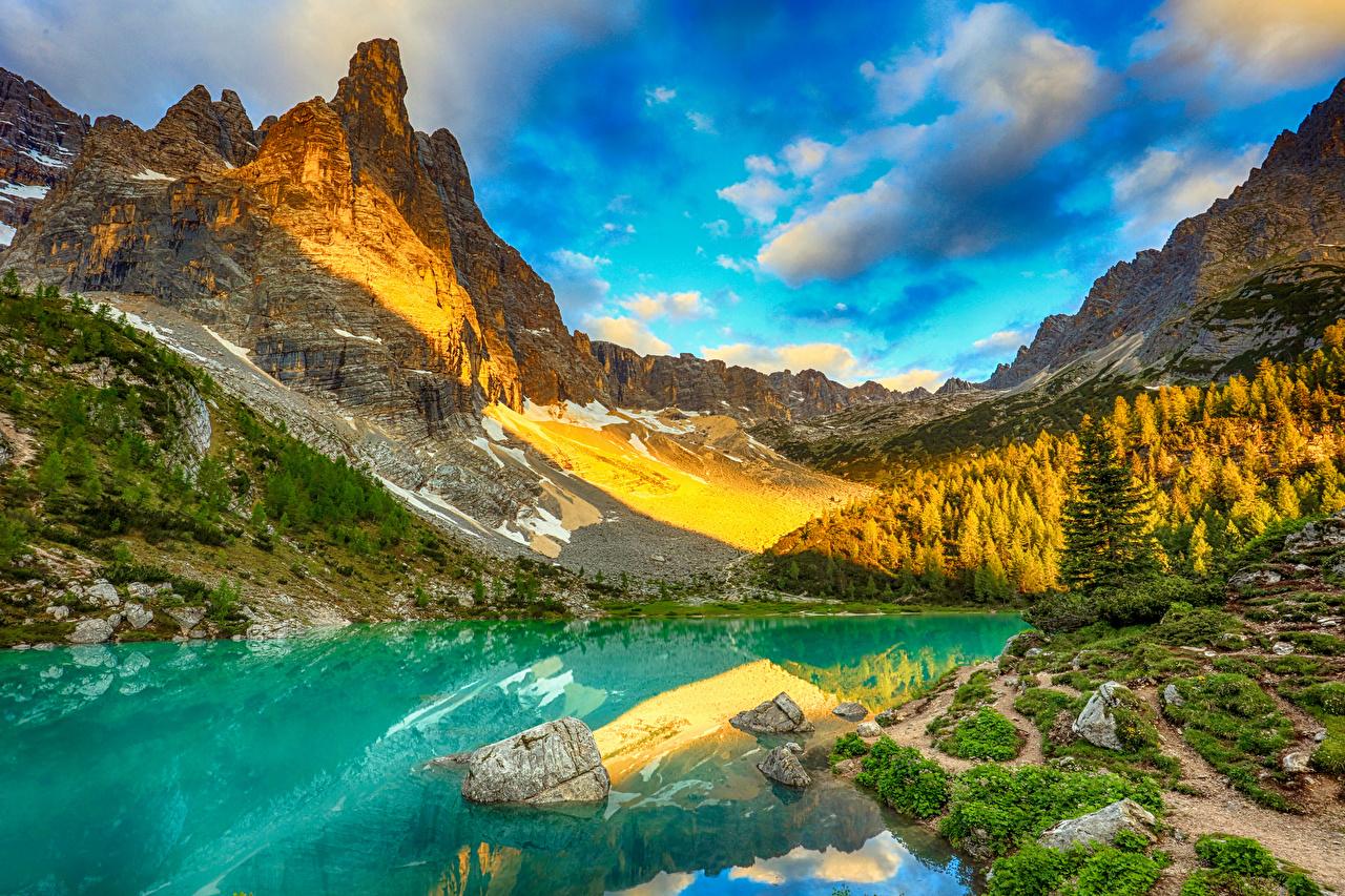 Картинки Альпы Италия Lake Sorapis Горы скалы Природа Озеро Пейзаж Камень облачно альп гора Утес скале Скала Камни Облака облако
