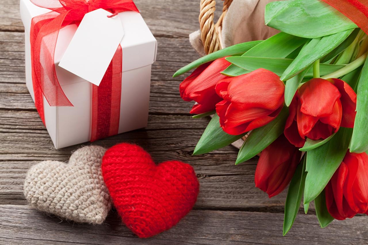 Картинки День всех влюблённых Сердце Тюльпаны цветок Подарки День святого Валентина серце сердца сердечко тюльпан Цветы подарок подарков