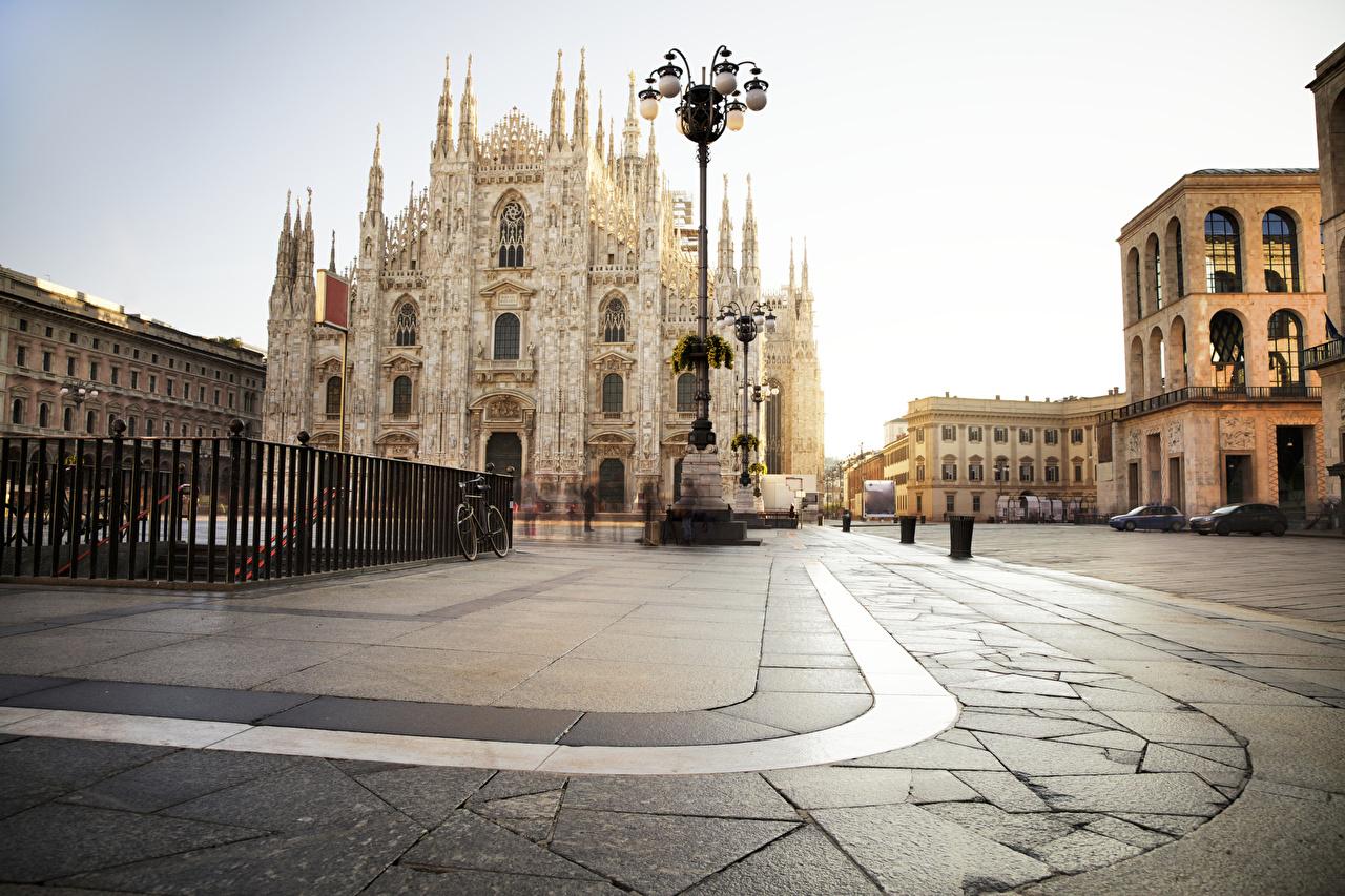 Фотографии Собор Италия Городская площадь Piazza del Duomo, Milan, Milan Cathedral ограда Уличные фонари город городской площади Забор забора забором Города