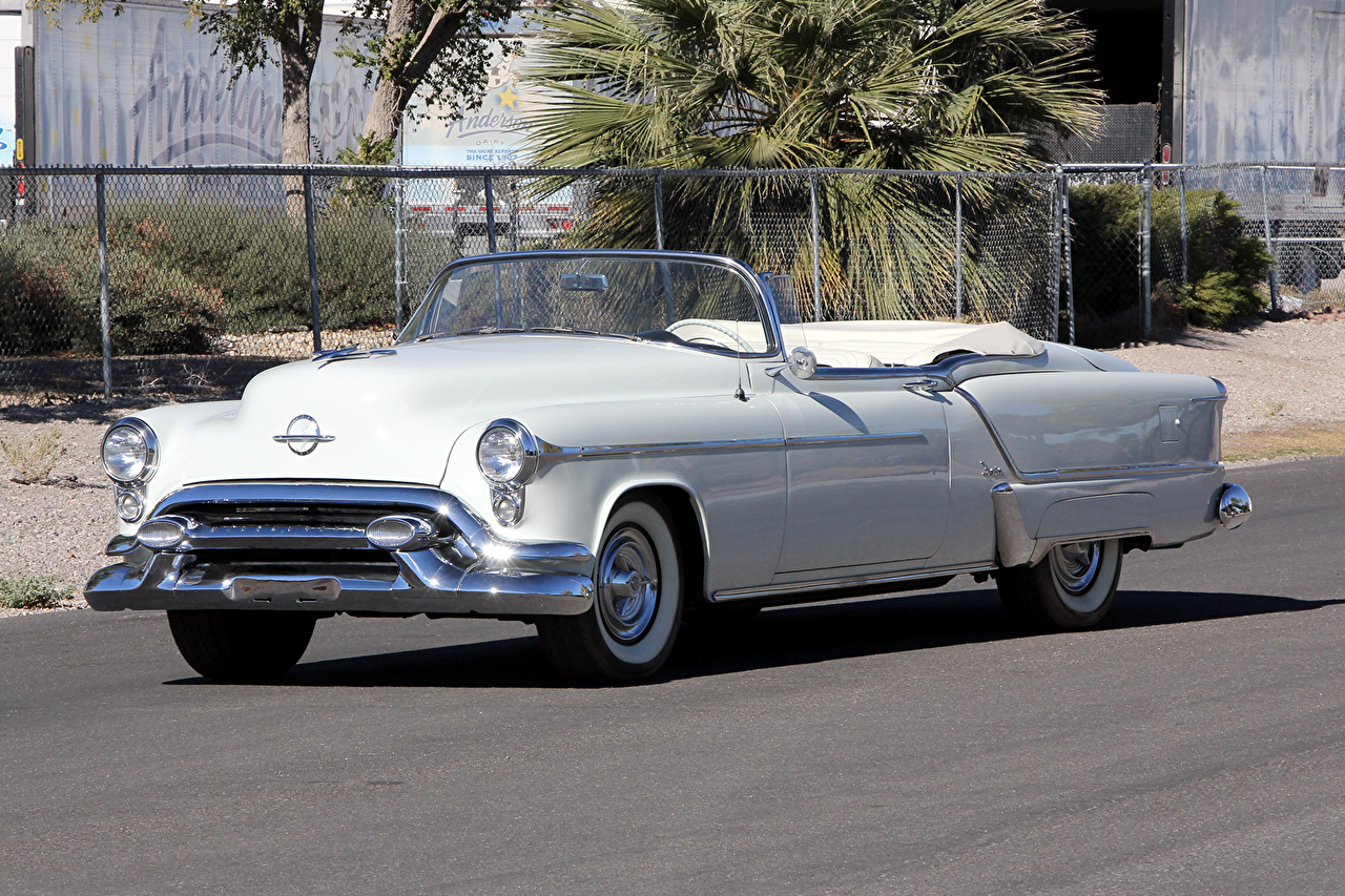 Обои для рабочего стола 1953 Oldsmobile 98 Fiesta Convertible (3067SDX) кабриолета белые Ретро авто Металлик Кабриолет белых Белый белая винтаж старинные машина машины автомобиль Автомобили