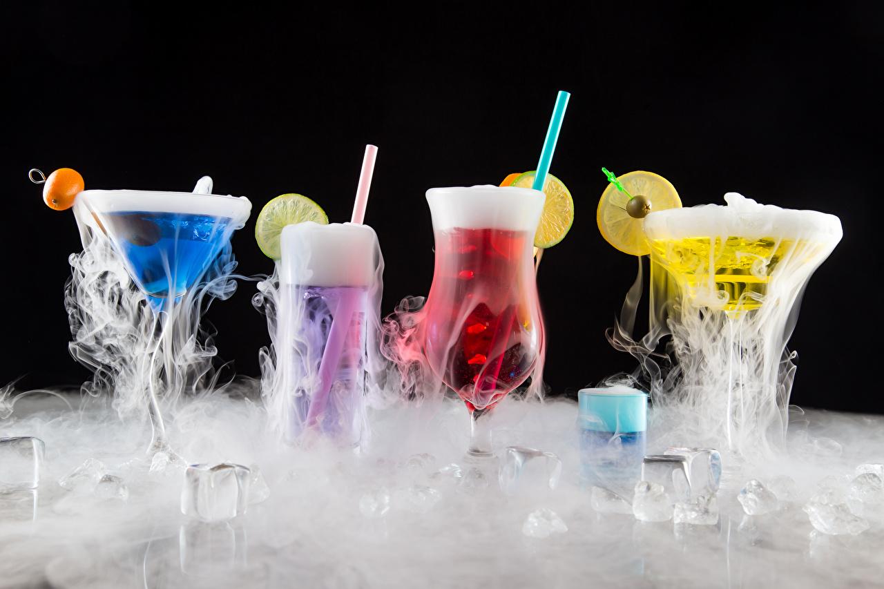 Фотография Алкогольные напитки Лед Пар Бокалы Коктейль Продукты питания Черный фон Еда Пища