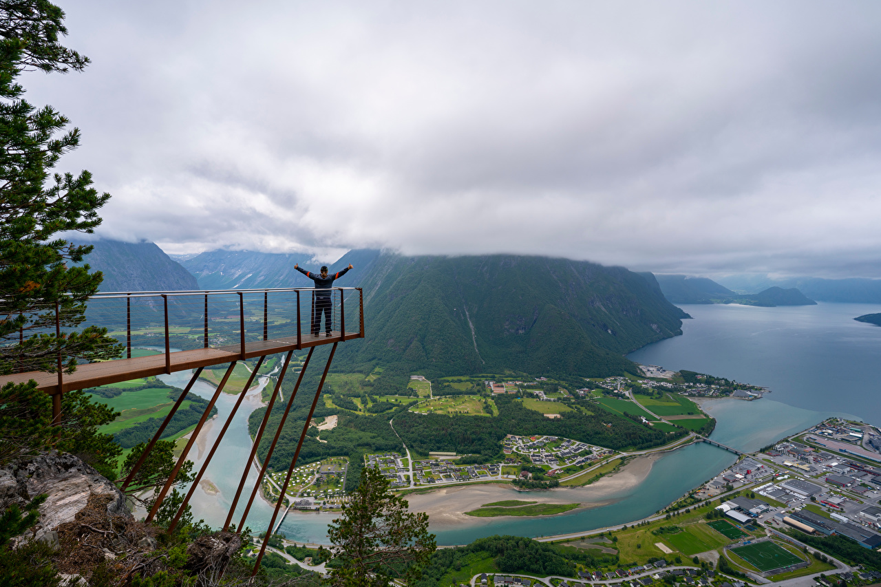 Картинка Норвегия Trollveggen Горы Природа речка Сверху облачно гора Реки река Облака облако