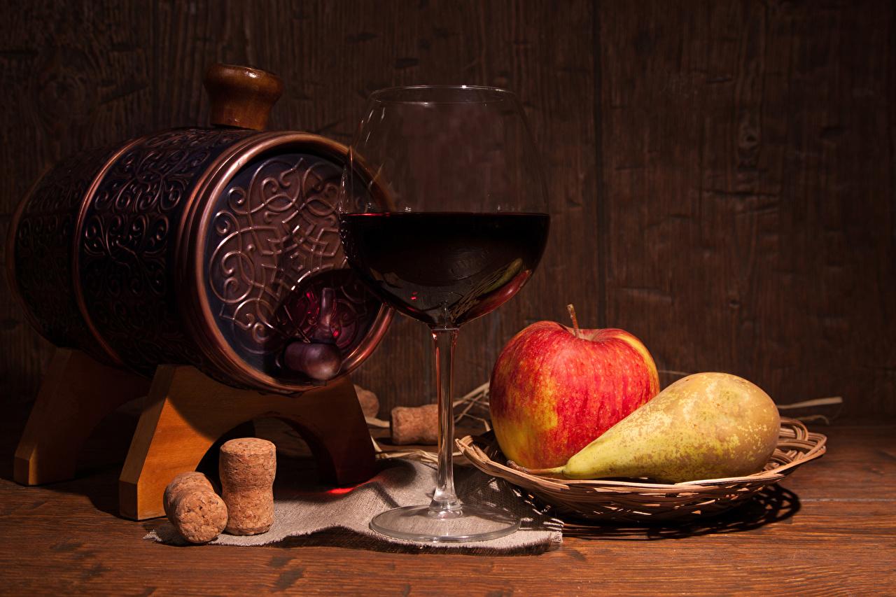 Фото Вино Бочка Груши Яблоки Еда Бокалы Натюрморт Пища бокал Продукты питания