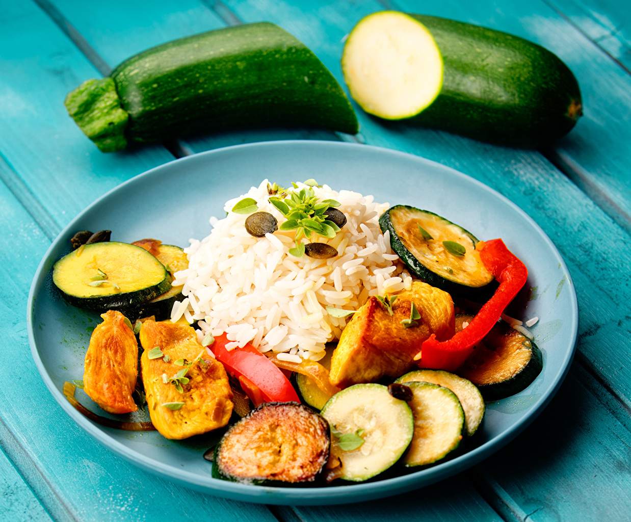 Картинки Рис Кабачок Пища Овощи тарелке Вторые блюда кабачки Еда Тарелка Продукты питания