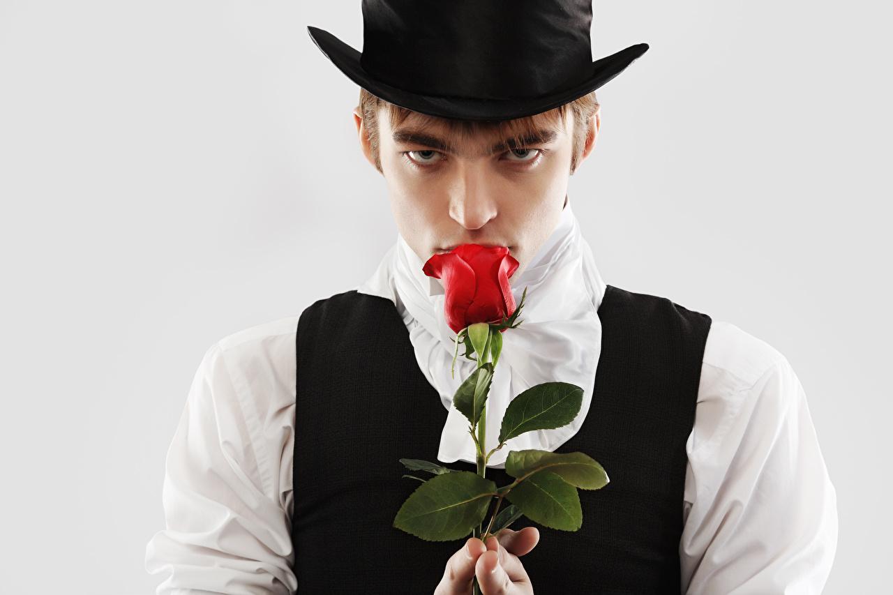 Обои Мужчины Розы Шляпа смотрит Серый фон Взгляд