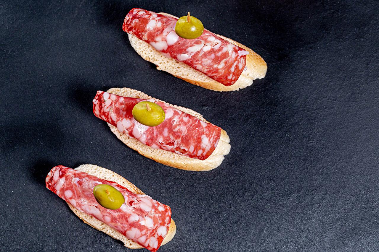 Фотография Salami Оливки Колбаса Бутерброды Пища Трое 3 бутерброд Еда три втроем Продукты питания