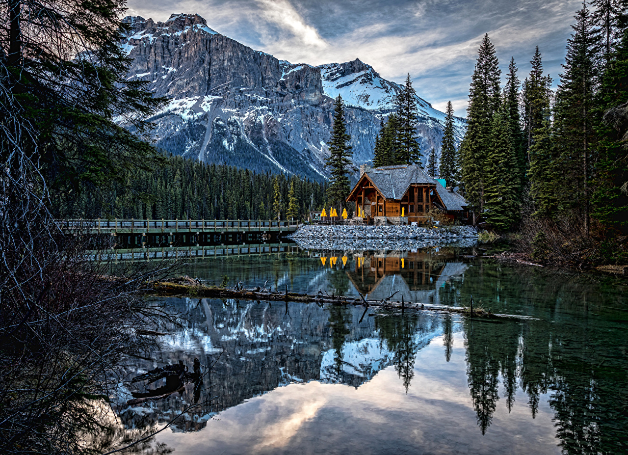 Фотография Канада Emerald Lake Yoho National Park Ель Горы Природа Озеро Парки Здания Дома