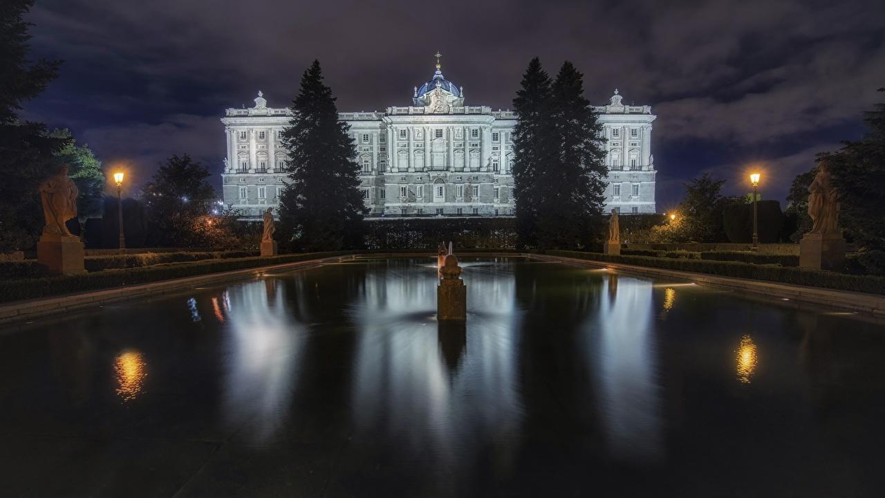 Фотография Мадрид Испания Фонтаны Palacio Real в ночи Дома Города Ночь ночью Ночные город Здания