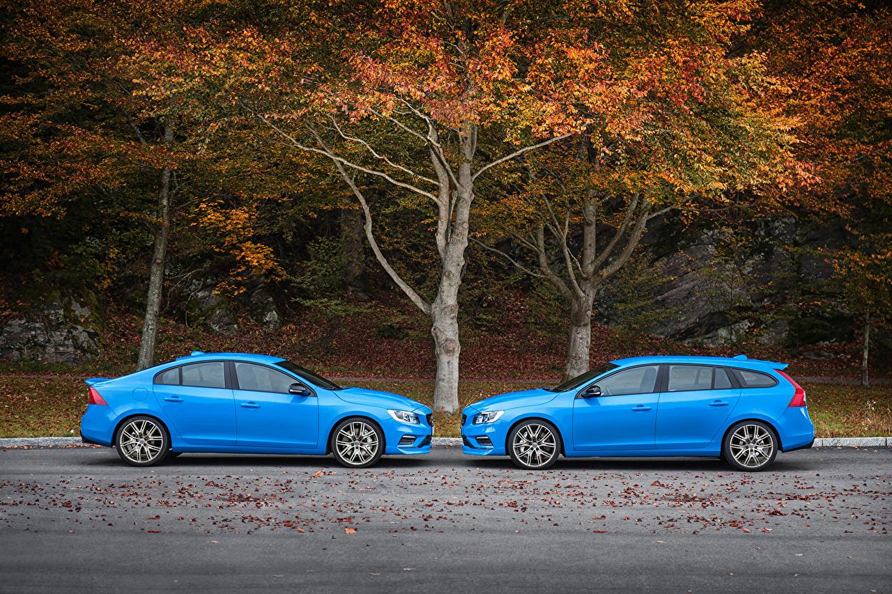 Обои для рабочего стола Volvo Двое Голубой Сбоку машины Металлик Вольво 2 два две вдвоем голубая голубых голубые авто машина автомобиль Автомобили