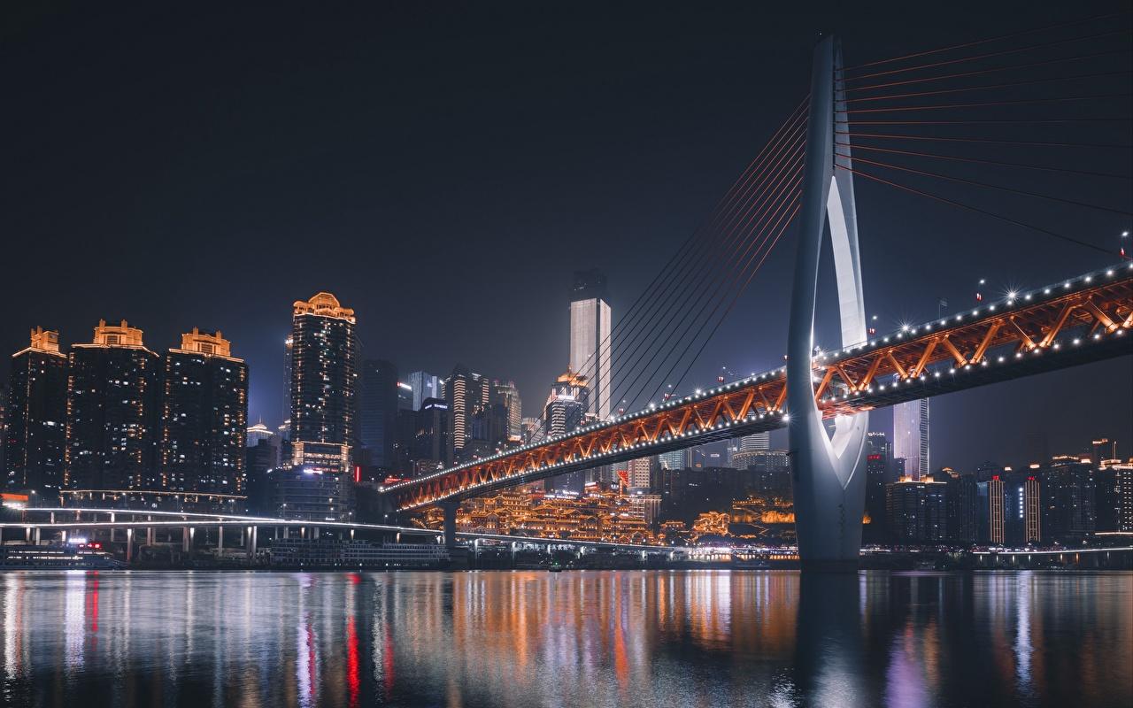 Обои для рабочего стола Китай Chongqing Мосты Реки Ночные Дома Города мост река Ночь речка ночью в ночи город Здания