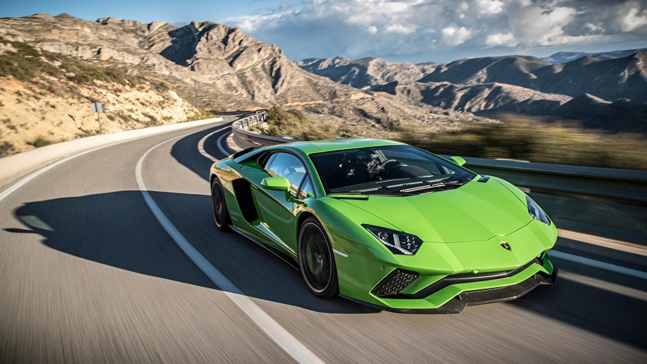 Обои для рабочего стола Ламборгини 2017 Aventador S желто зеленый Дороги Движение автомобиль Lamborghini Салатовый салатовые салатовая едет едущий едущая скорость авто машина машины Автомобили