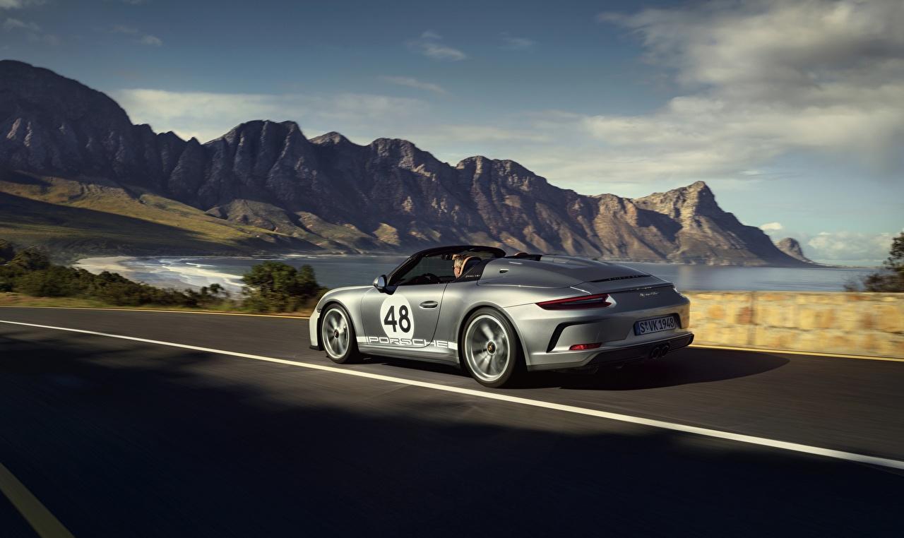 Картинки Porsche 911 Speedster 2019 Родстер Серебристый едущий Автомобили Порше серебряный серебряная серебристая едет едущая Движение скорость авто машины машина автомобиль
