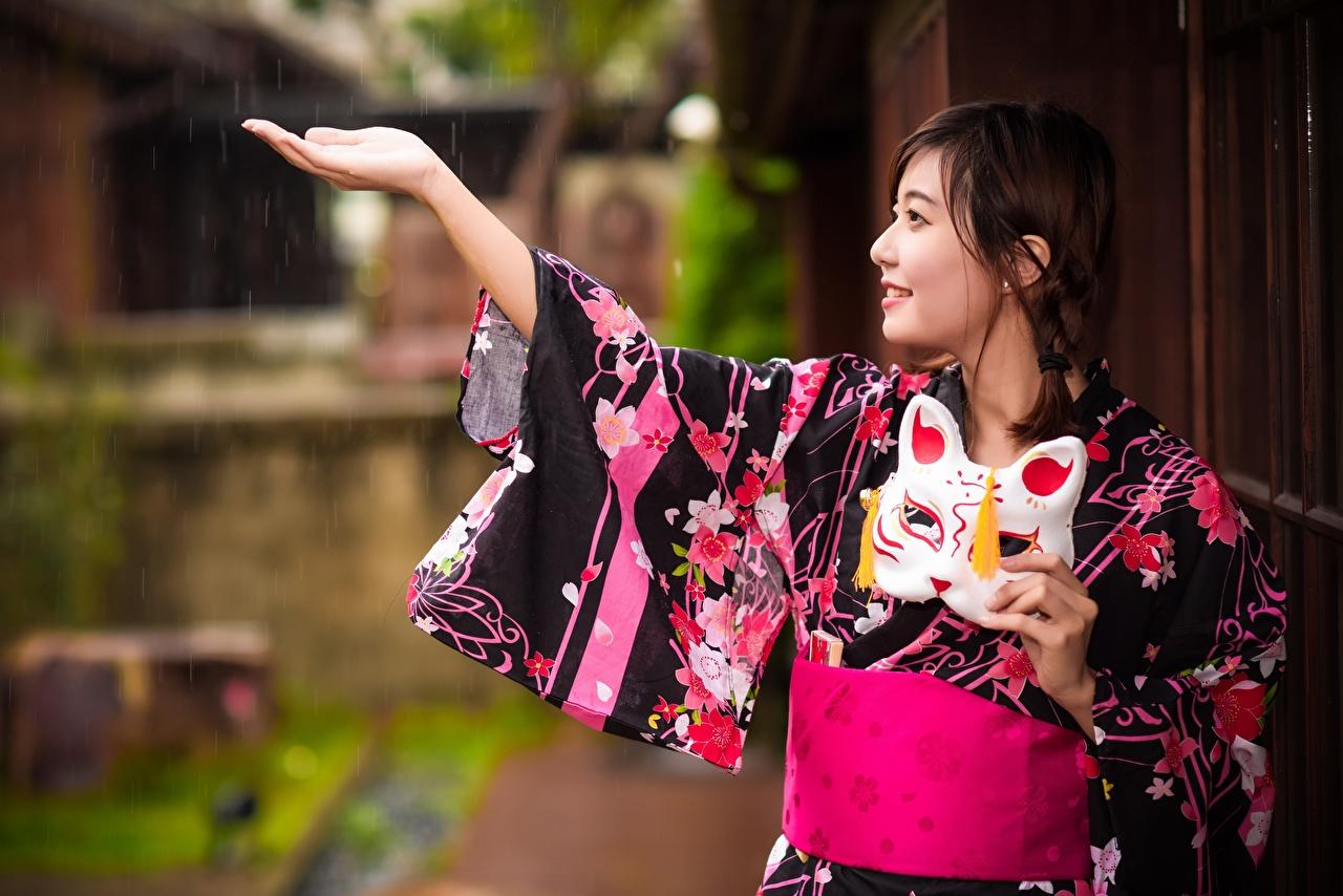 Фотография Улыбка Кимоно девушка Дождь азиатки Руки Маски улыбается Девушки молодые женщины молодая женщина Азиаты азиатка рука