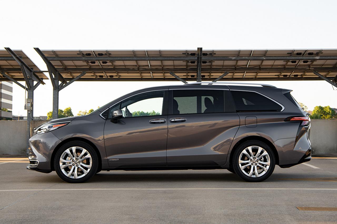 Картинки Toyota Универсал Sienna Platinum, 2020 серая Сбоку машины Металлик Тойота Серый серые авто машина Автомобили автомобиль