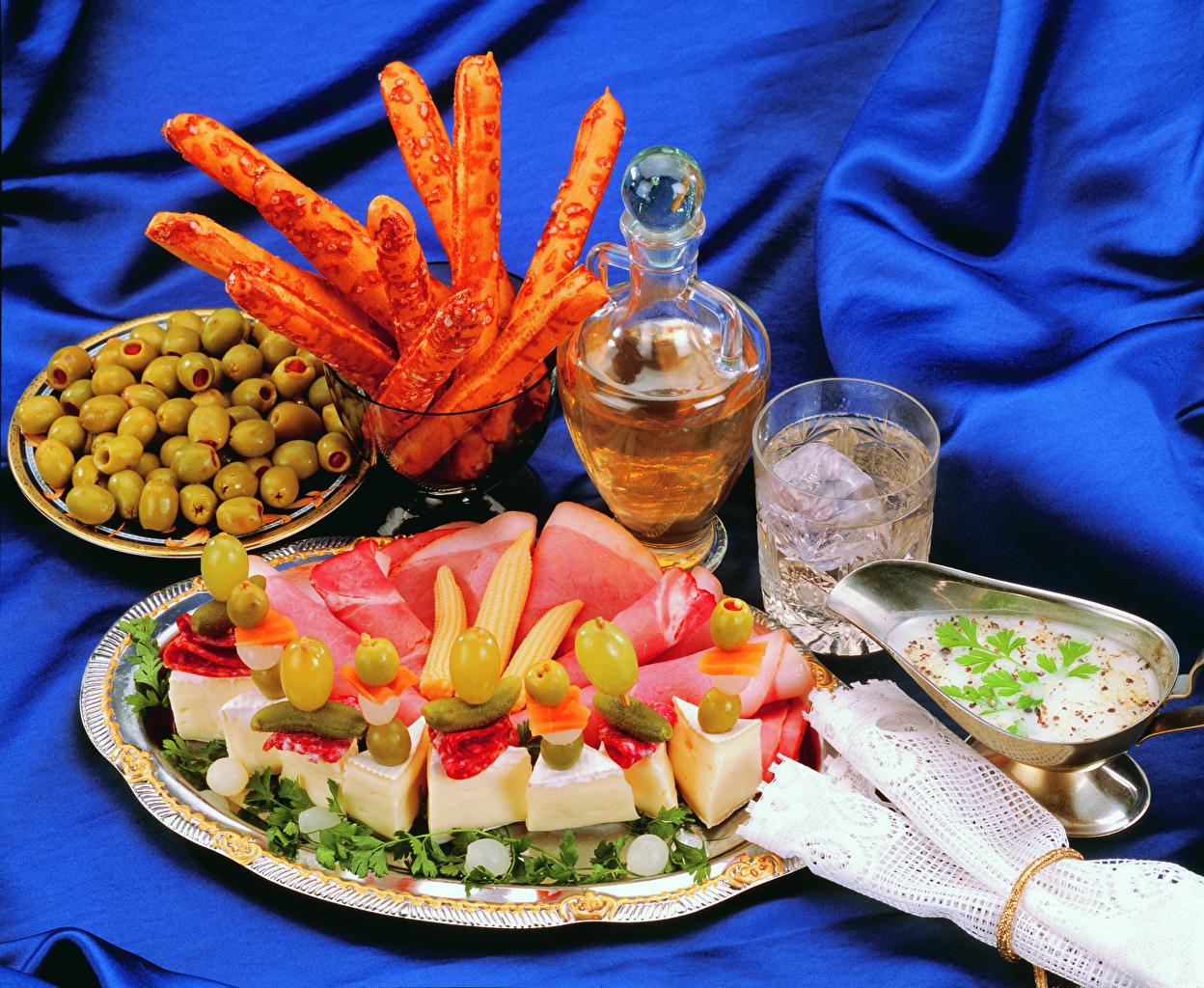 Картинка Оливки Сыры Стакан Ветчина Еда Тарелка стакана стакане Пища тарелке Продукты питания