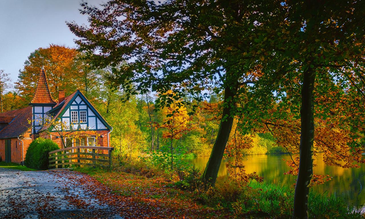 Фотографии Германия Ahausen Lower Saxony Природа осенние Реки Дома Деревья Осень речка дерева дерево Здания деревьев