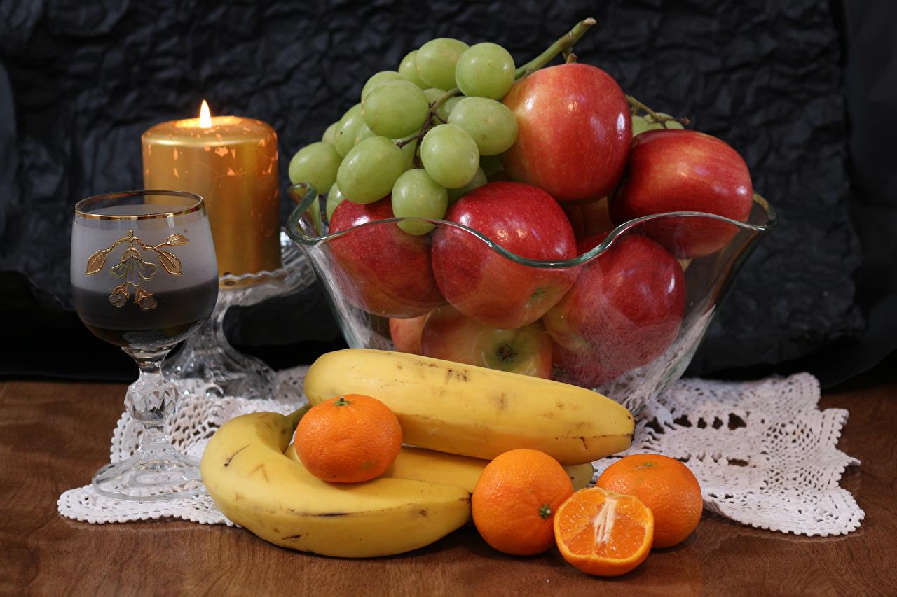 Картинки Вино Мандарины Яблоки Бананы Виноград Еда Свечи Бокалы Пища бокал Продукты питания