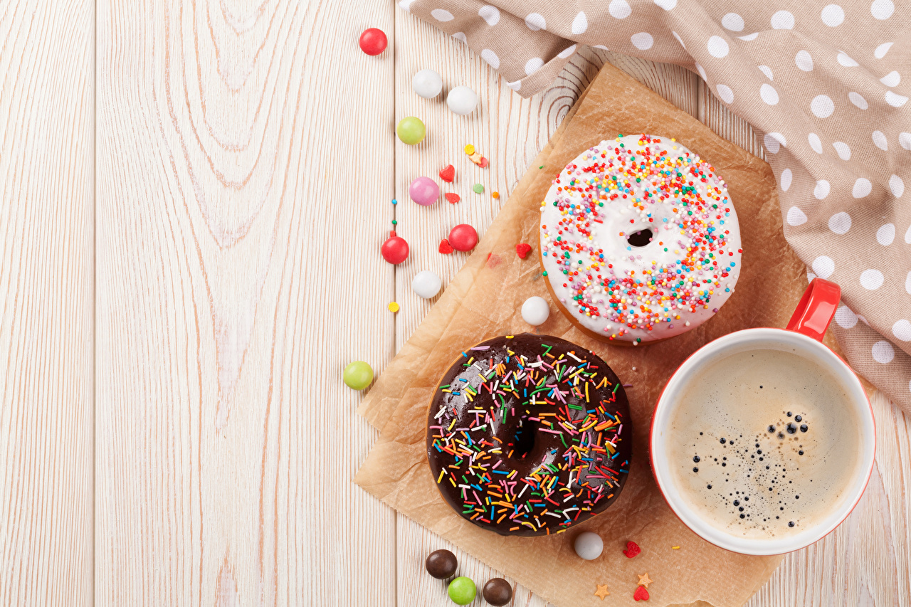 Фотографии Кофе Конфеты Пончики Еда Чашка Выпечка Доски Пища чашке Продукты питания