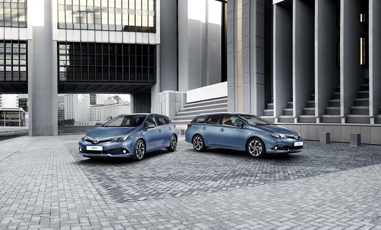 Обои для рабочего стола Toyota 2015 Auris SW Двое голубые авто Металлик Тойота 2 два две вдвоем голубая Голубой голубых машина машины Автомобили автомобиль