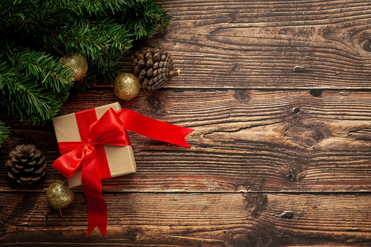 Картинки Новый год Коробка подарок ветвь шишка Лента Шарики Бантик Шаблон поздравительной открытки Рождество коробки коробке Подарки подарков Шар бант Ветки ветка Шишки бантики на ветке ленточка