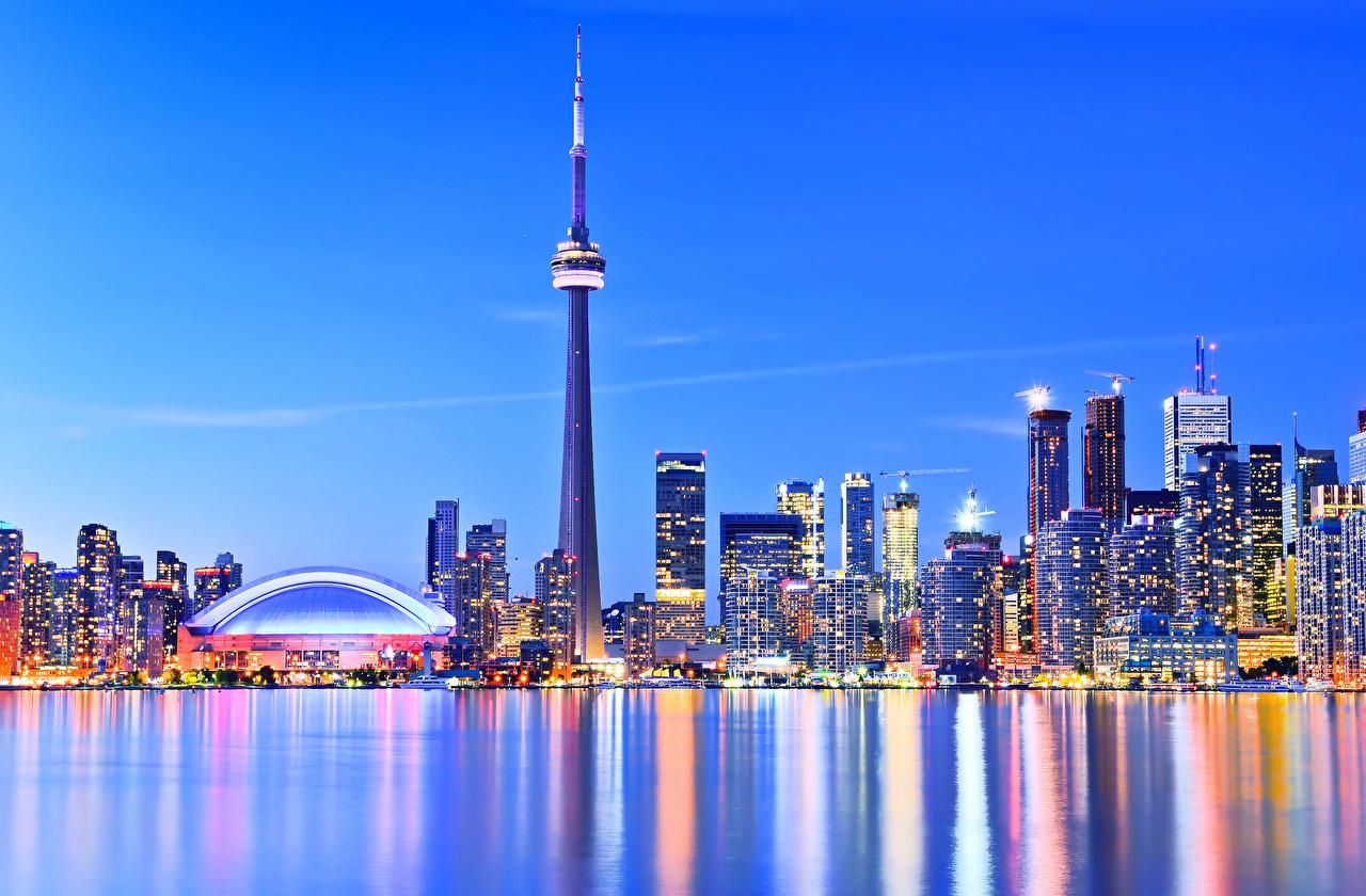 Обои для рабочего стола Торонто Канада башни Реки Вечер Небоскребы Дома Города Башня река речка город Здания
