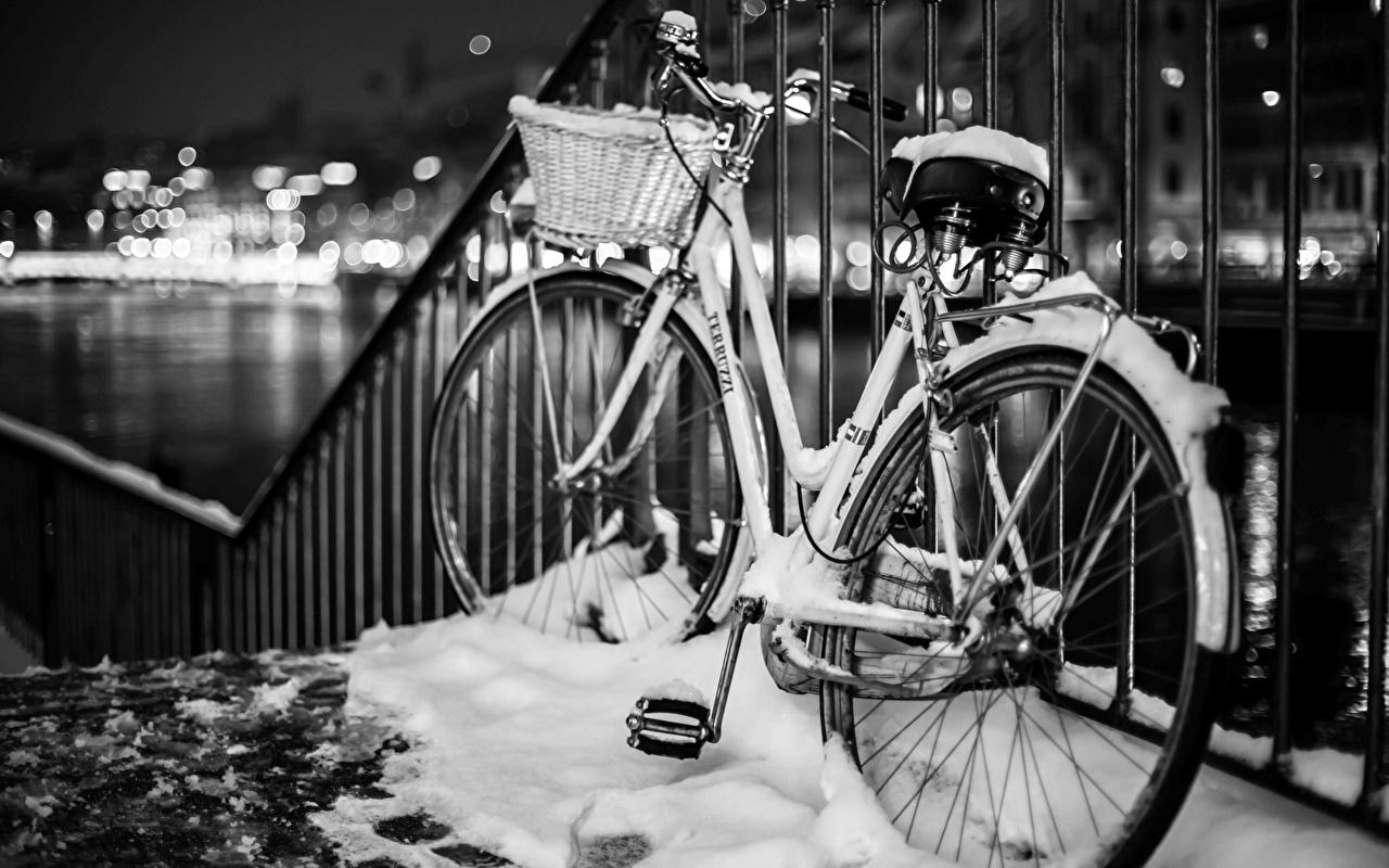 Картинки Велосипед зимние Снег Забор велосипеды велосипеде Зима снега снегу снеге ограда забора забором