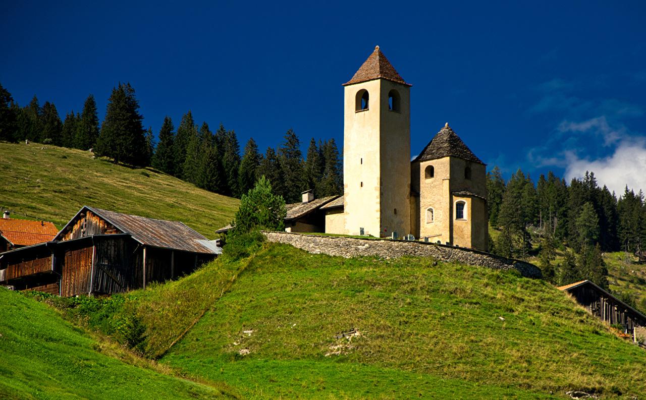 Картинка Церковь Альпы Швейцария Башня Lohn, Graubünden Горы Природа альп башни гора