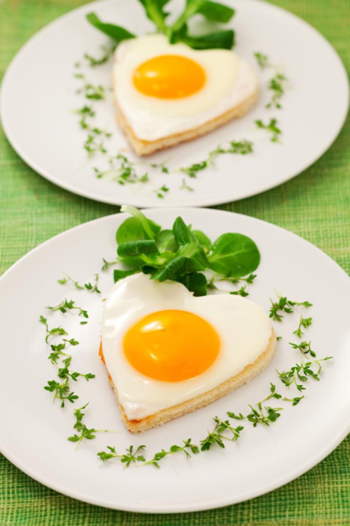 Картинки Сердце Яичница вдвоем Еда Овощи Тарелка Дизайн сердечко 2 Двое Пища Продукты питания