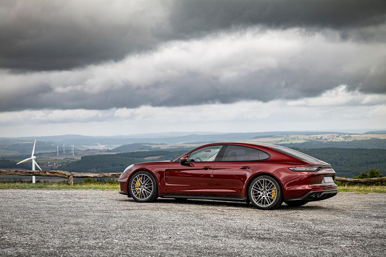 Картинки Порше Panamera Turbo S, (971), 2020 бордовые Металлик автомобиль Porsche бордовая Бордовый темно красный авто машины машина Автомобили