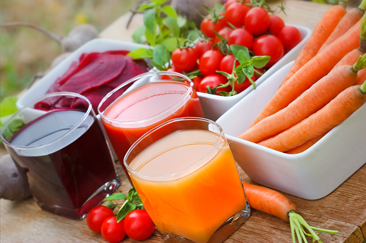 Фотографии Сок Морковь Помидоры Стакан Еда Овощи втроем Томаты стакана стакане три Пища Трое 3 Продукты питания