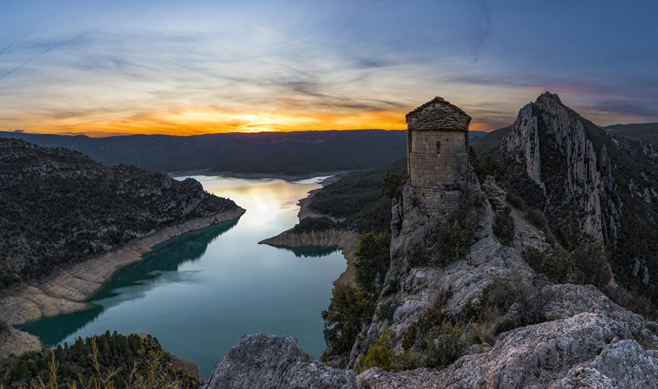 Обои для рабочего стола Церковь Испания Mare de Deu de la Pertusa, Catalonia Горы Скала Природа Реки Вечер гора Утес скале скалы река речка